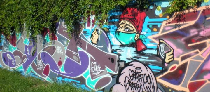 Odstraňování graffit v ulicích Prahy