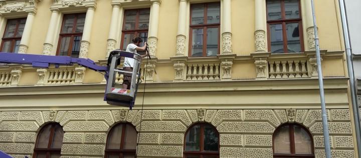 Výškové práce pomocí plošiny Praha